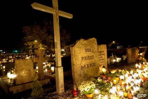 Cmentarz w Adamowie