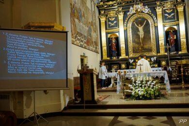 """Wieczór Uwielbienia """"Maryja Niewiastą Eucharystii"""
